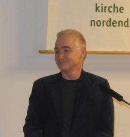 Anna Peters begrüßt Michael Bienert